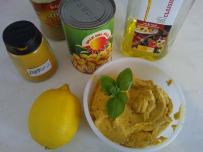 Hummus met zongedroogde tomaten