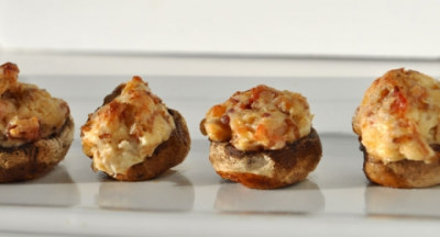 Spek en roomkaas gevulde champignons