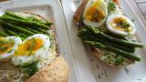 Paasbrunchbroodje met aspergetips en dilleboter